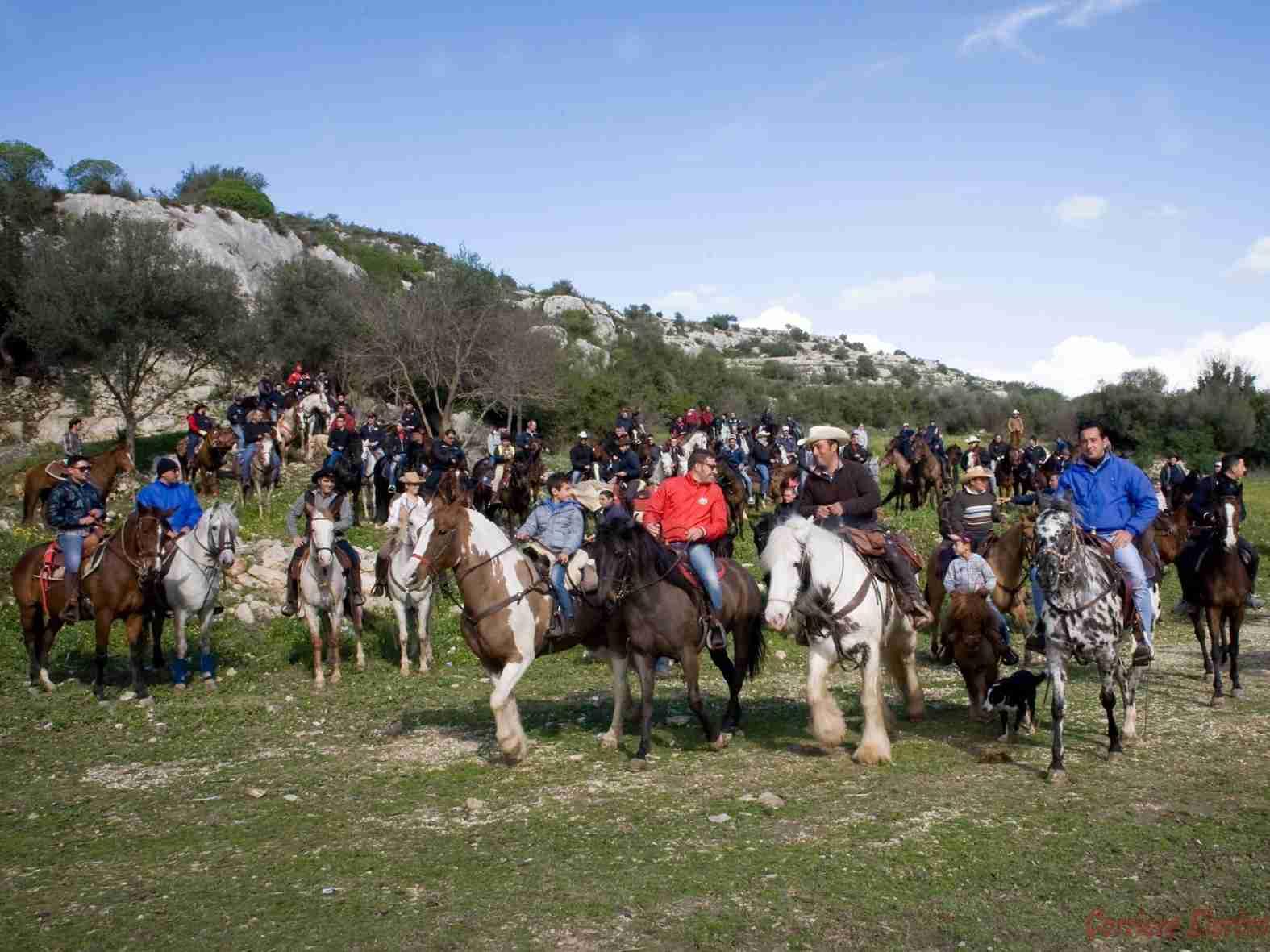 """140 cavalieri e amazzoni da tutta la Sicilia alla """"3ª passeggiata a cavallo"""""""