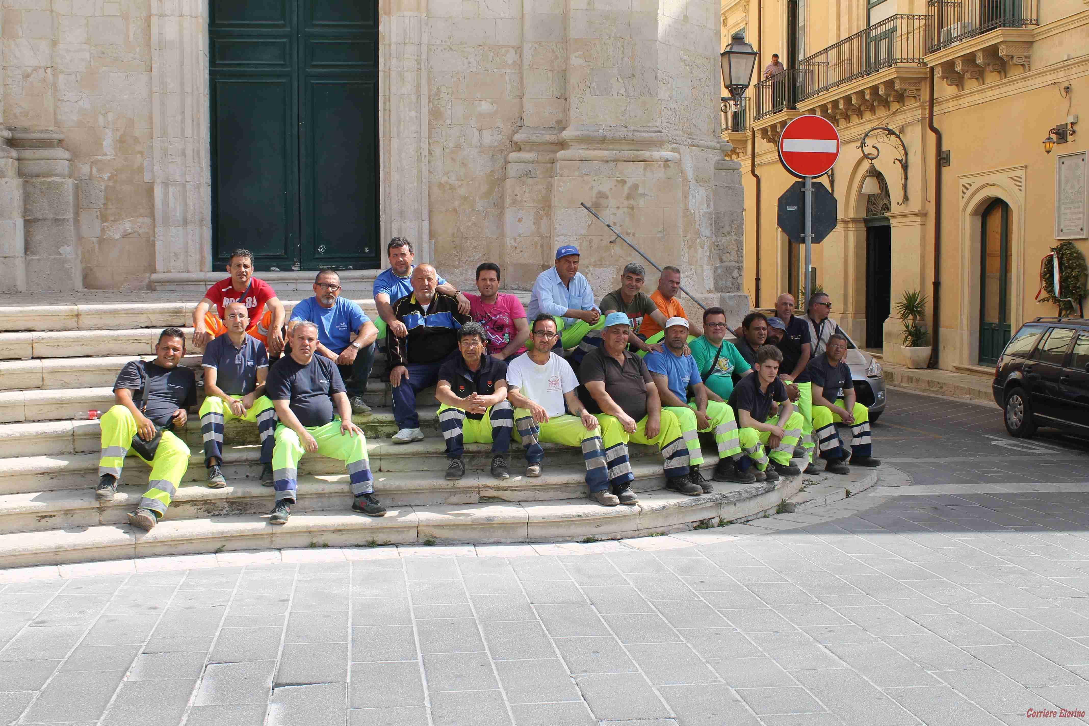 Stipendi con oltre due mesi di ritardo: netturbini in sciopero incontrano il sindaco di Rosolini