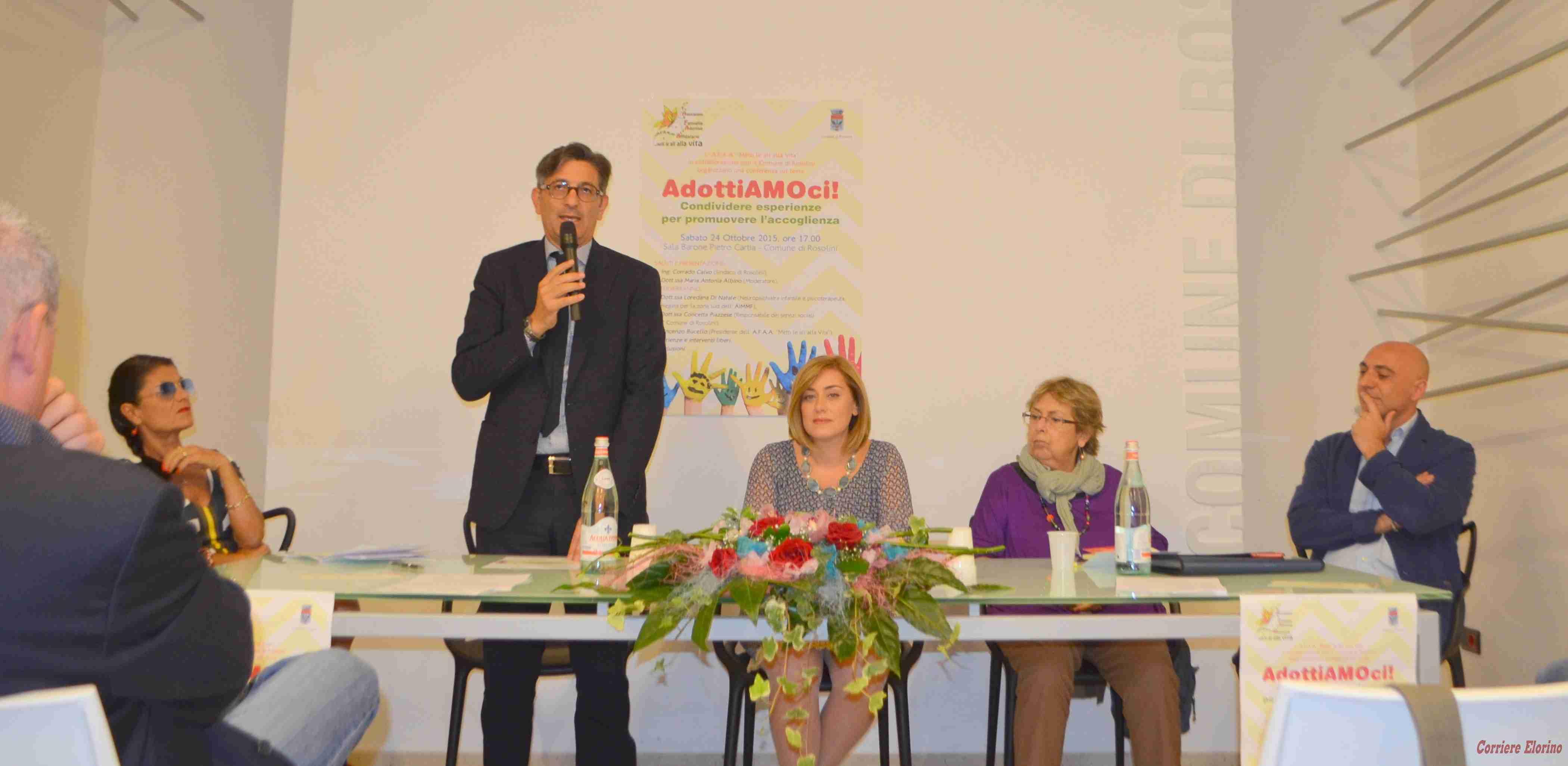 """Successo di pubblico per la conferenza """"AdottiAMOci…Condividere esperienze per promuovere l'accoglienza"""""""