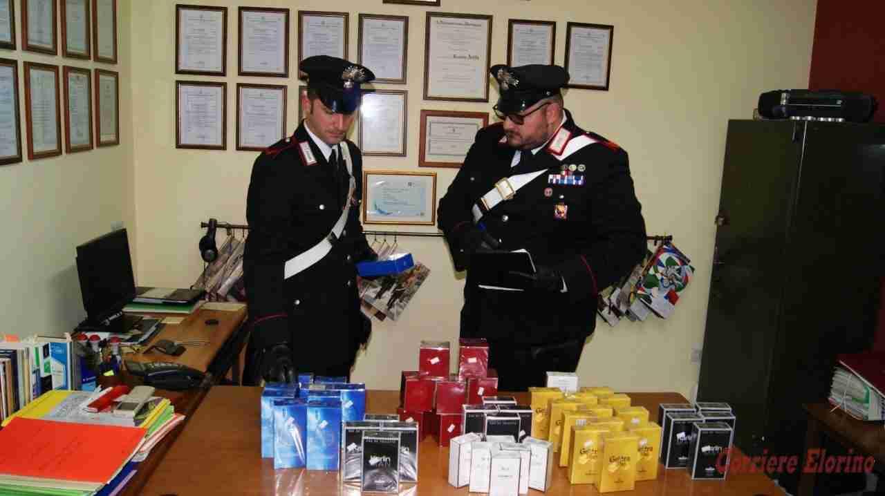 Fermati dai Carabinieri, nascondevano nel bagagliaio 50 confezioni di profumo contraffatte