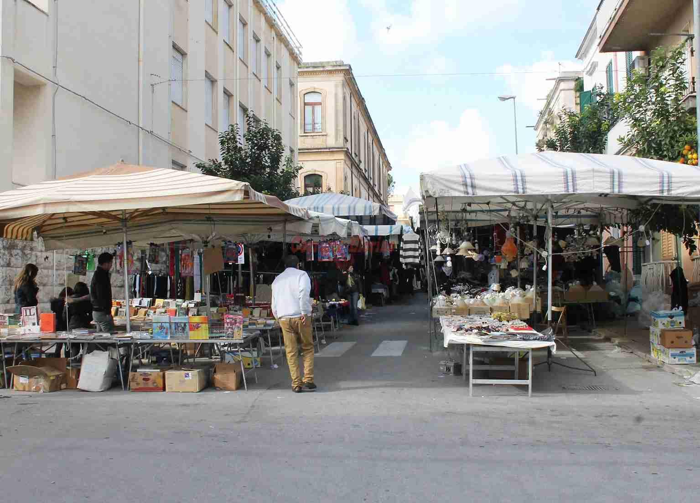 """Domani fiera mercato """"Natalizia"""" in via Manzoni"""
