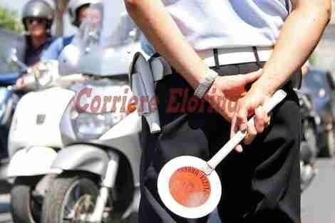 Controlli a tappeto dei Vigili Urbani nelle scuole rosolinesi: oltre il 90% degli studenti indossa il casco!