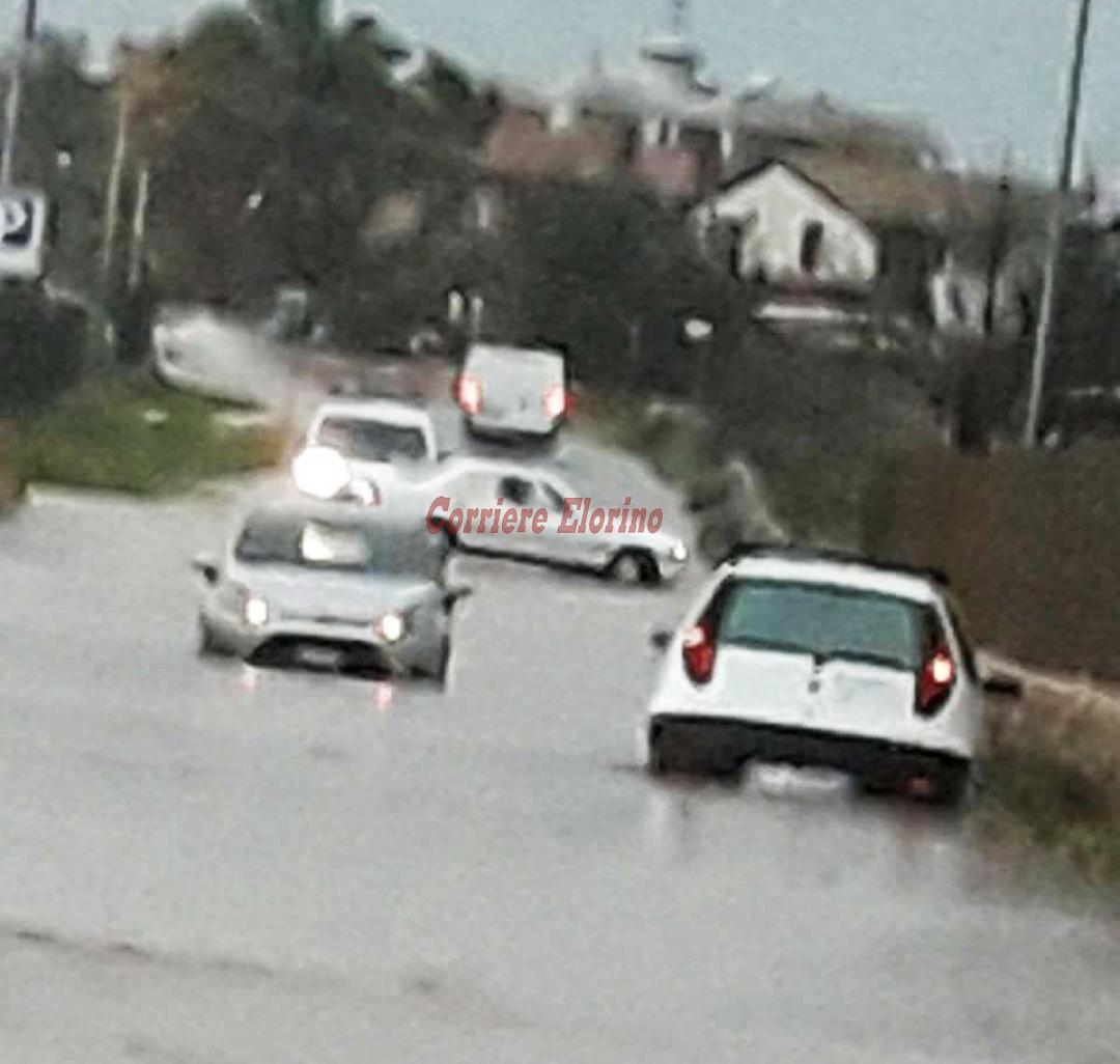 """Il paradosso, strada davanti alla protezione civile """"impraticabile"""" quando piove: """"Già presentato il progetto per i collettori"""""""