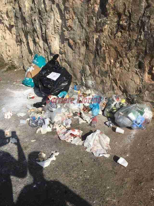 """Rintraccia chi ha gettato i rifiuti per strada e lo denuncia. A Rosolini è """"guerra"""" per la spazzatura"""