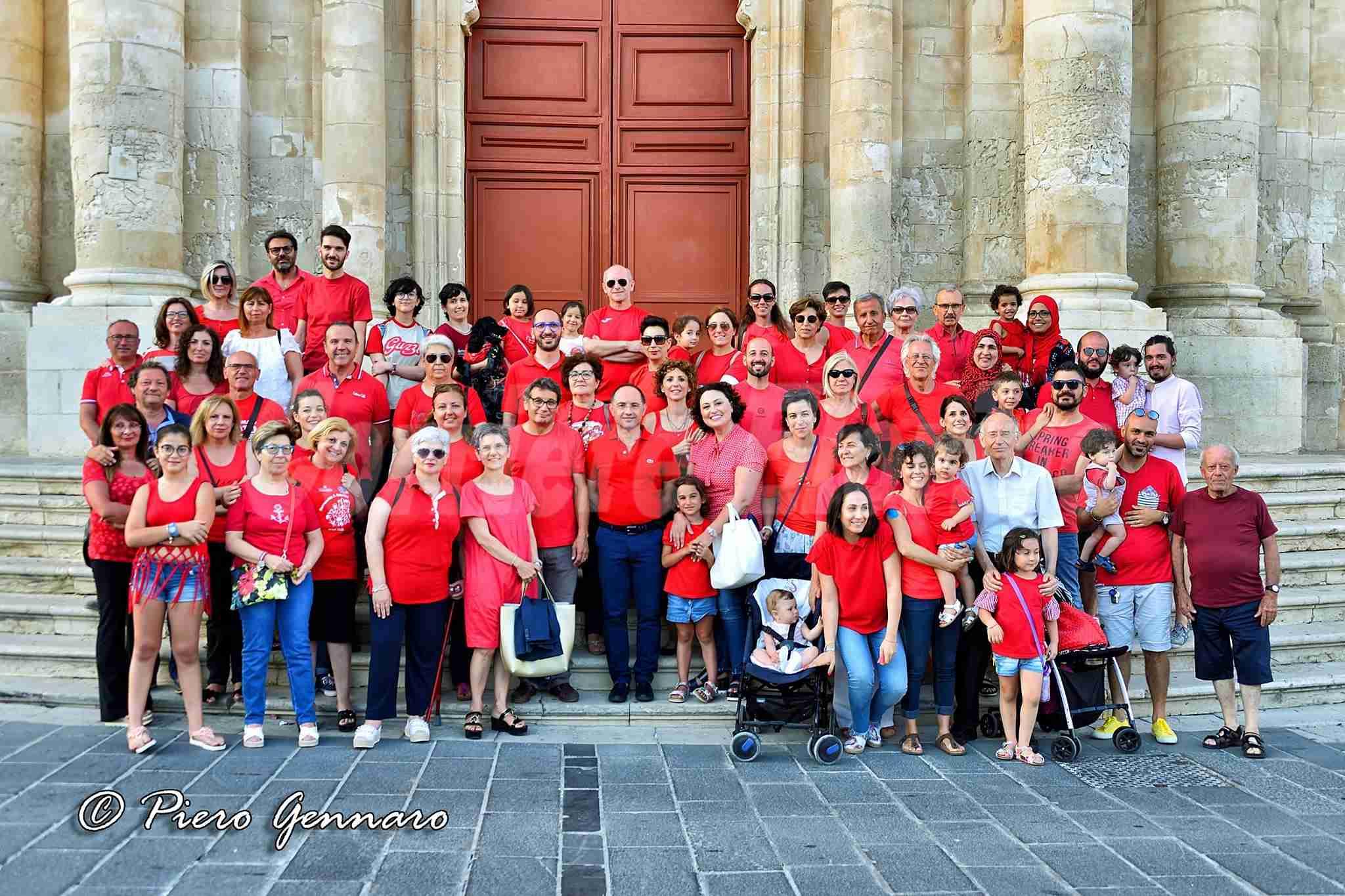 Una maglietta rossa per l'umanità: anche Rosolini risponde