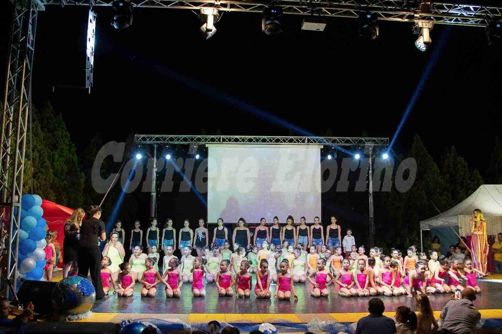 """""""Tutto il mondo è Paese"""", dal palco dello strepitoso saggio della GymnasticArt messaggi per il futuro"""