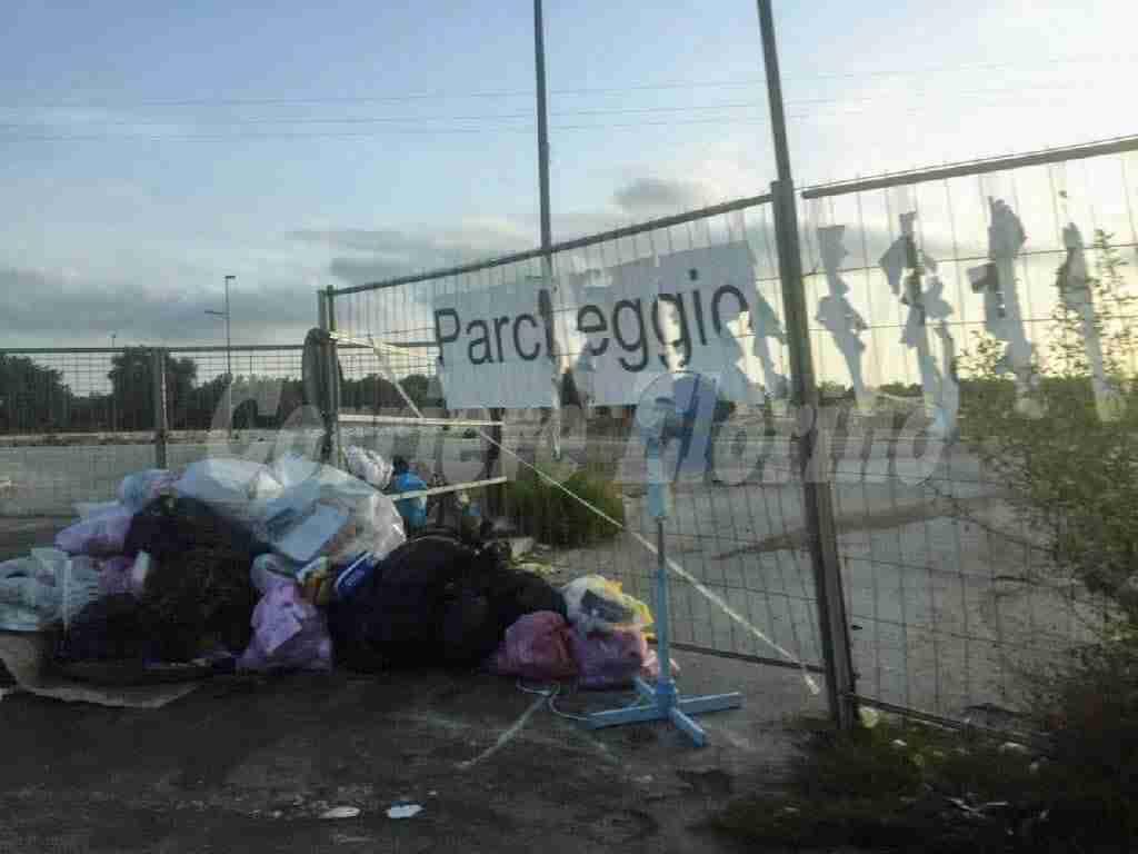 Sinistra Italiana denuncia il degrado davanti l'Area Pip