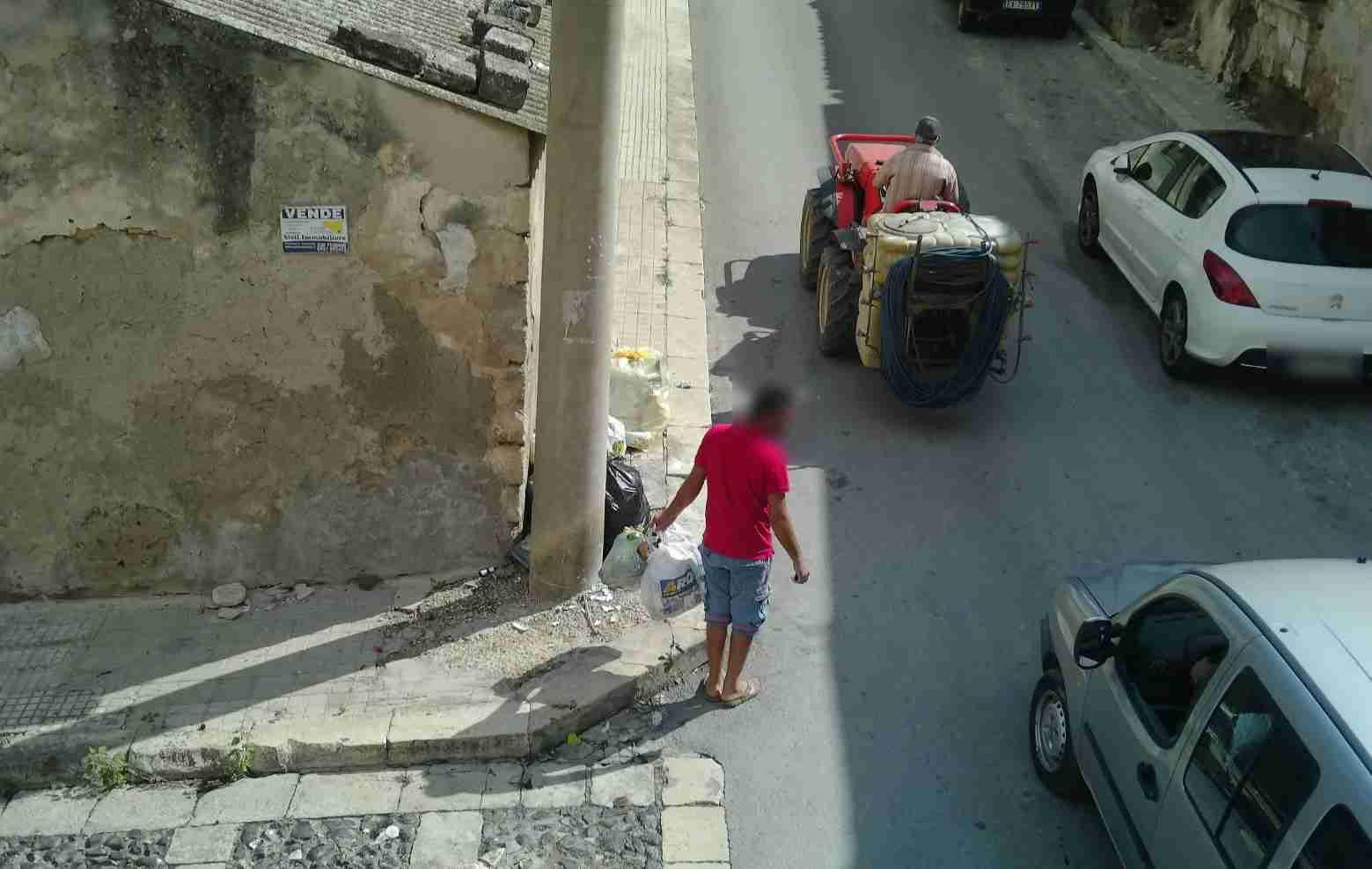 """Pachino, i cittadini segnalano con foto e video gli """"sporcaccioni"""", fioccano le multe da 600 euro"""