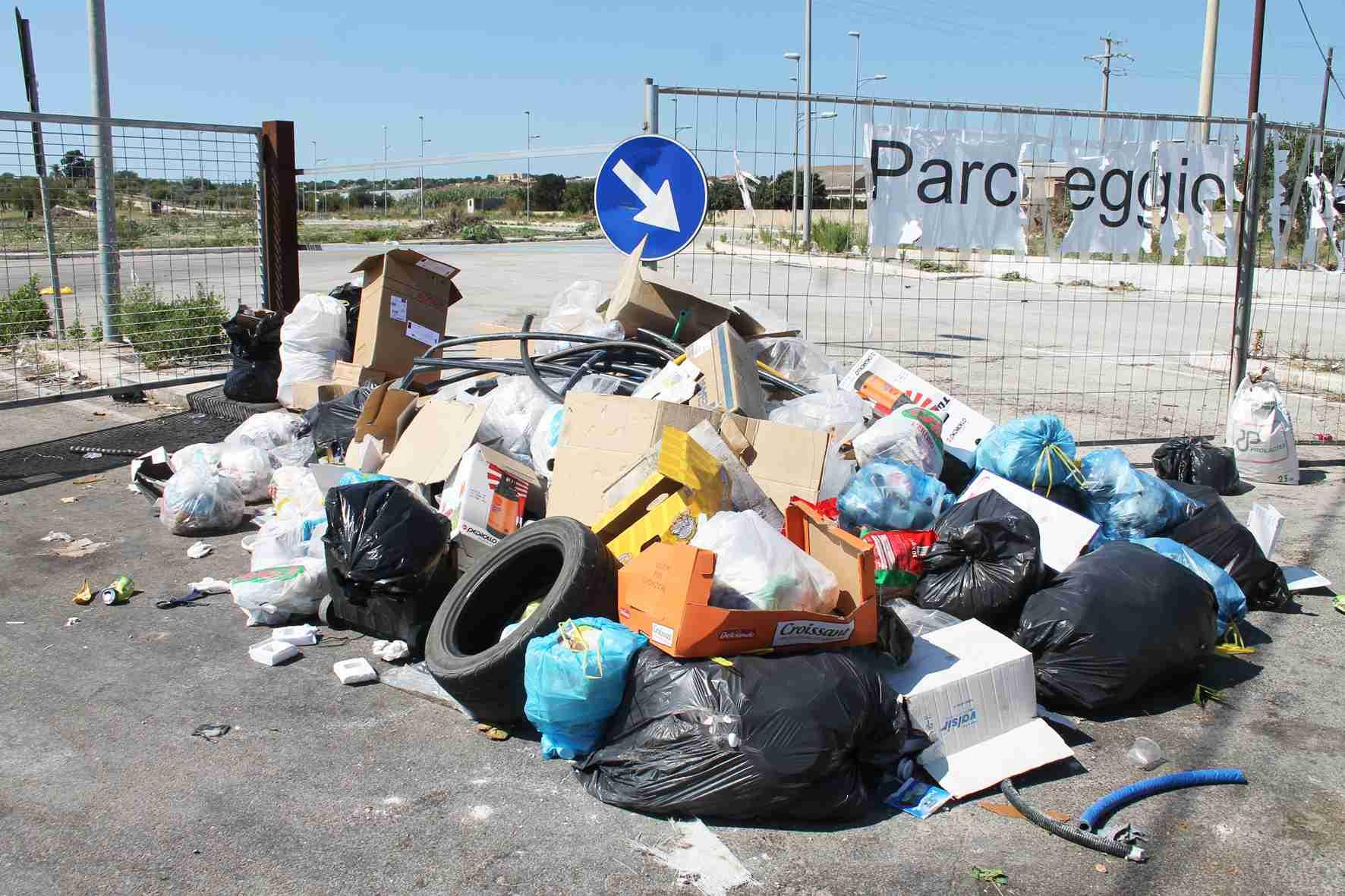 Alle 12,30 conferenza stampa del sindaco sui rifiuti solidi urbani
