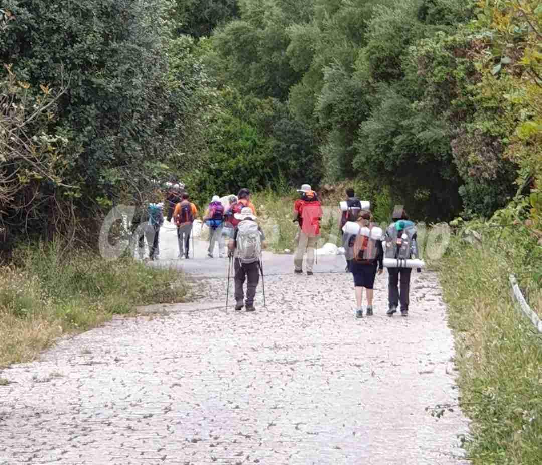 """Turisti fanno trekking a Cava Santa tra spazzatura e amianto: """"Un vero peccato"""""""