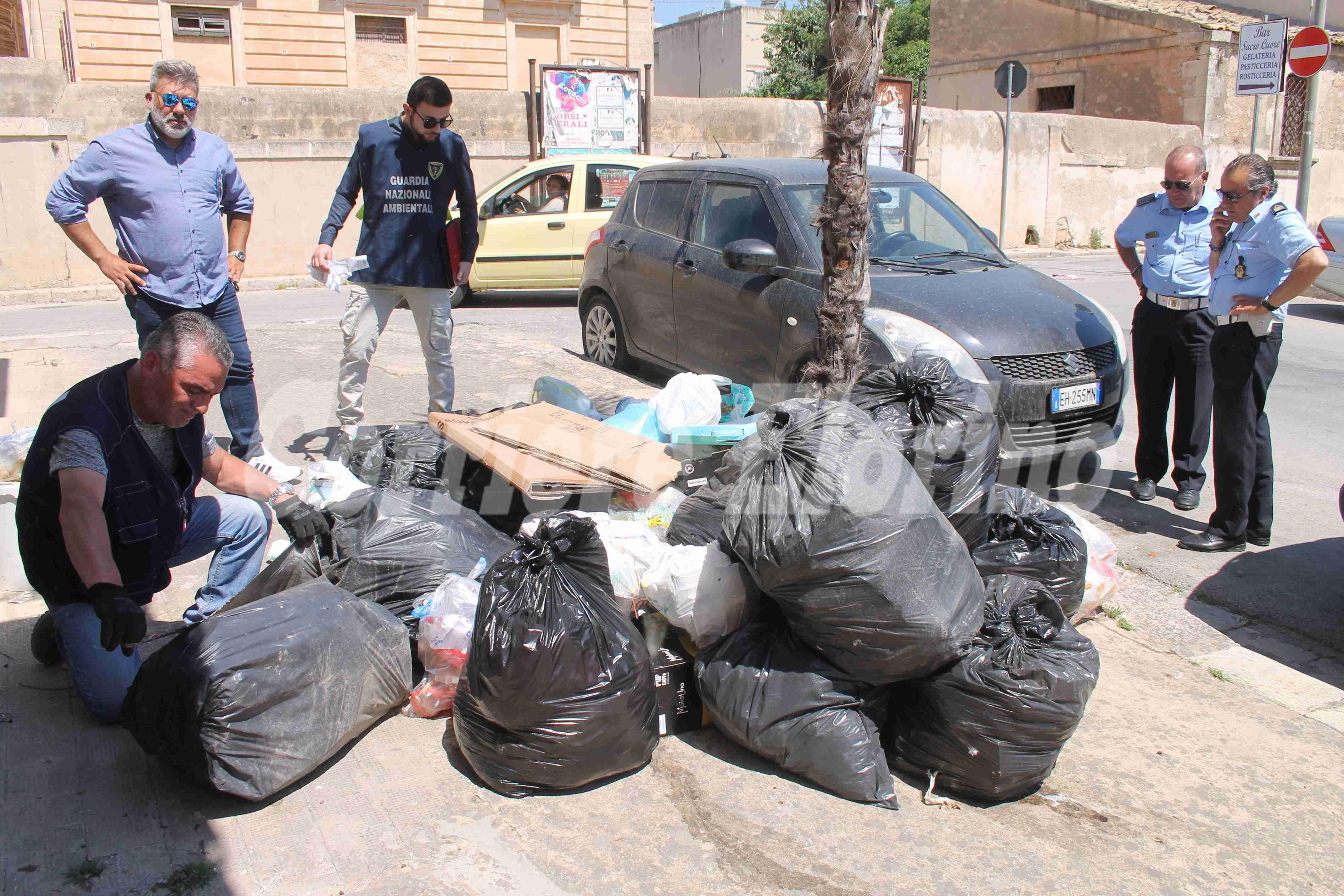 In azione una task force per la raccolta rifiuti: individuati e multati i trasgressori