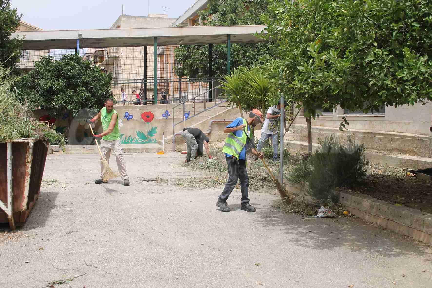 """Al via la convenzione tra Comune e """"Città Verde"""", ripulita anche la scuola Santa Alessandra"""