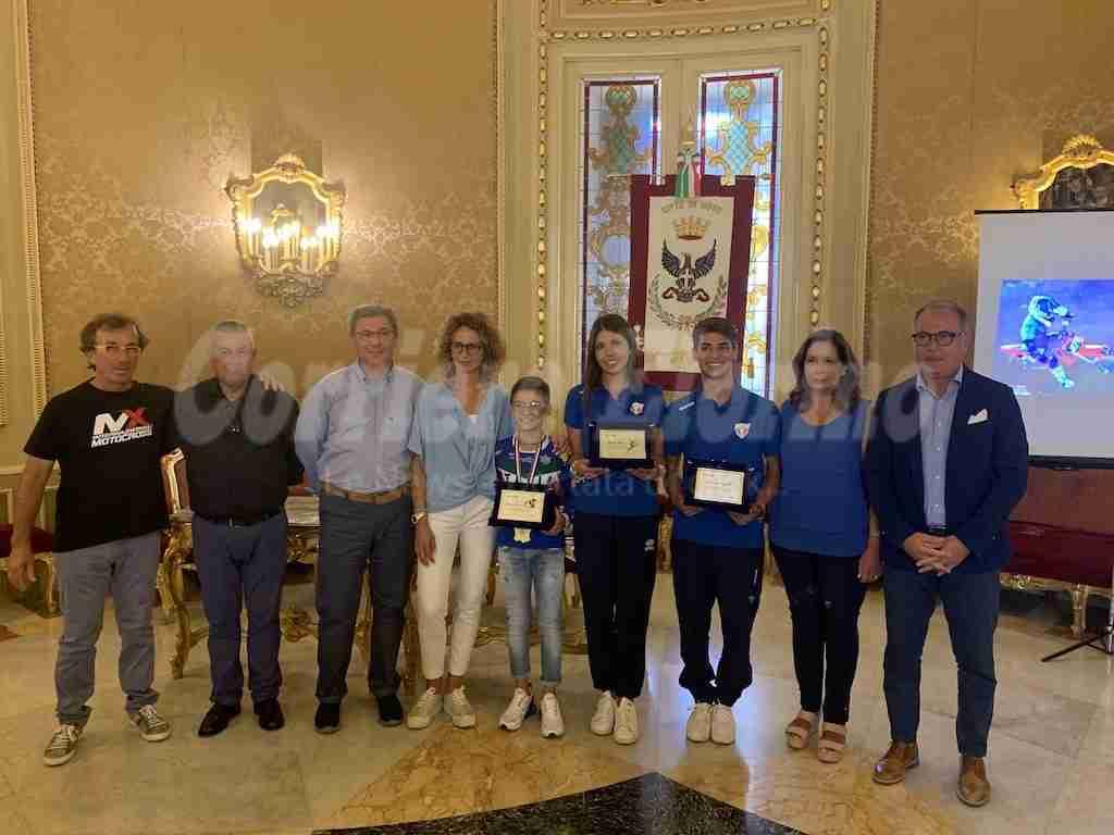 """Il Comune di Noto """"coccola"""" i propri talenti sportivi, il sindaco Bonfanti li premia"""