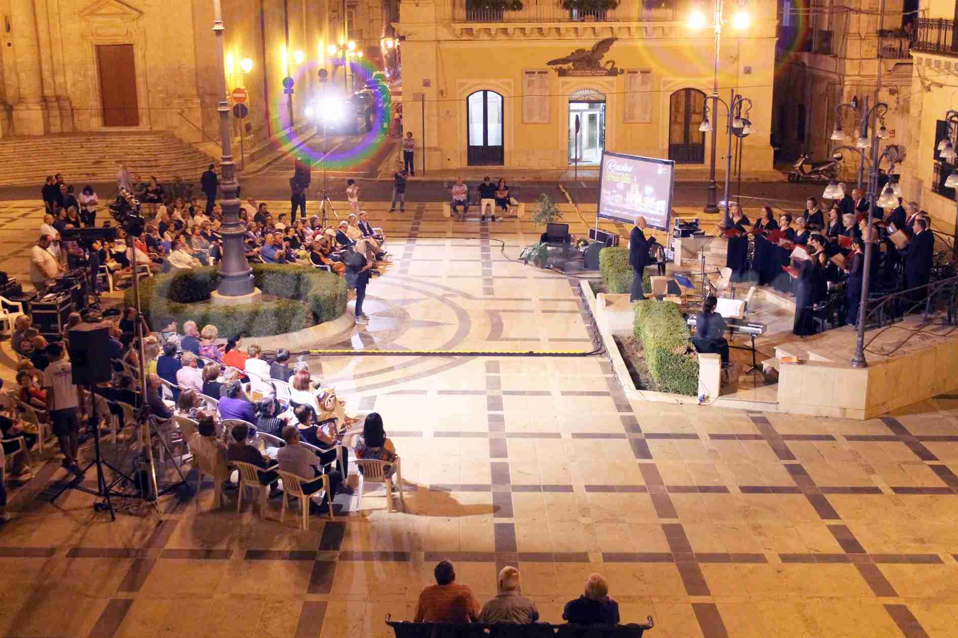 Rosolini si racconta, in piazza Garibaldi in scena arte, musica, cultura e spettacolo