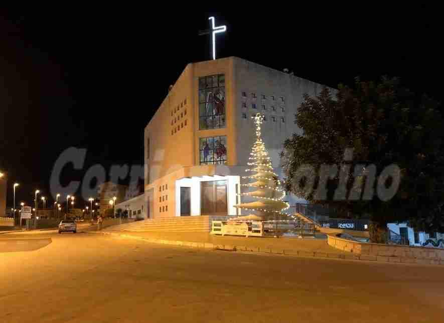 """Albero di Natale """"nomade"""", si accendono le luci a Santa Caterina"""