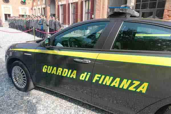 La Guardia di Finanza di Noto sequestra oltre 450.000 prodotti contraffatti e non sicuri