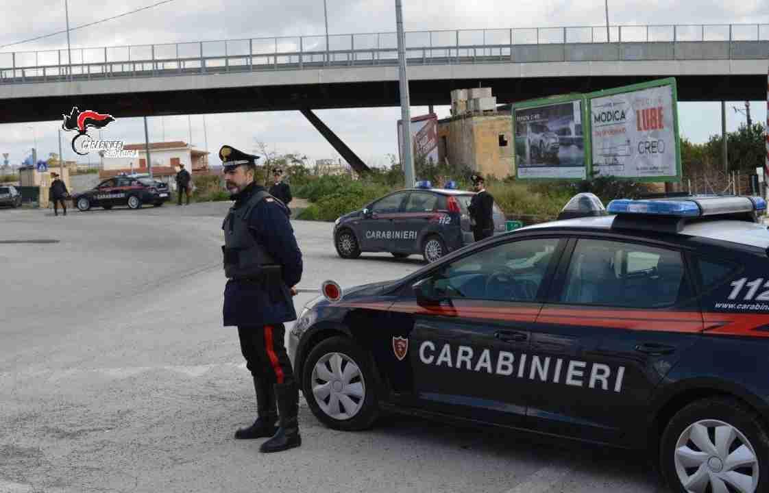 Inseguimento notturno a Rosolini, arrestati due modicani per furto di ciclomotore