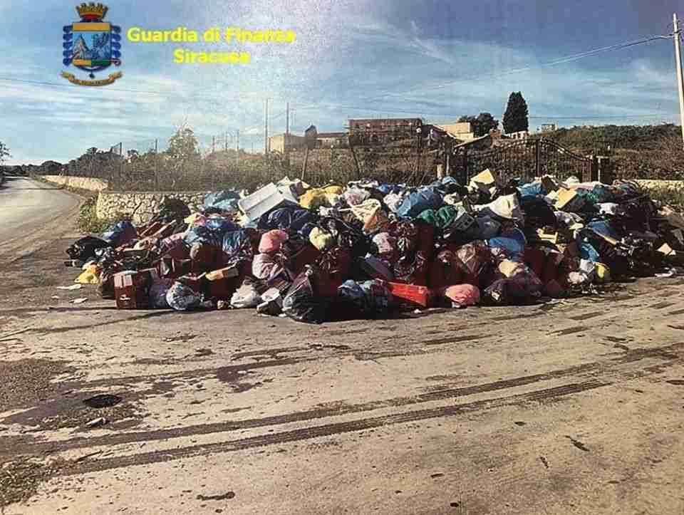 """Operazione """"Trash"""": La Guardia di Finanza sanziona privati e aziende del siracusano per abbandono di rifiuti"""