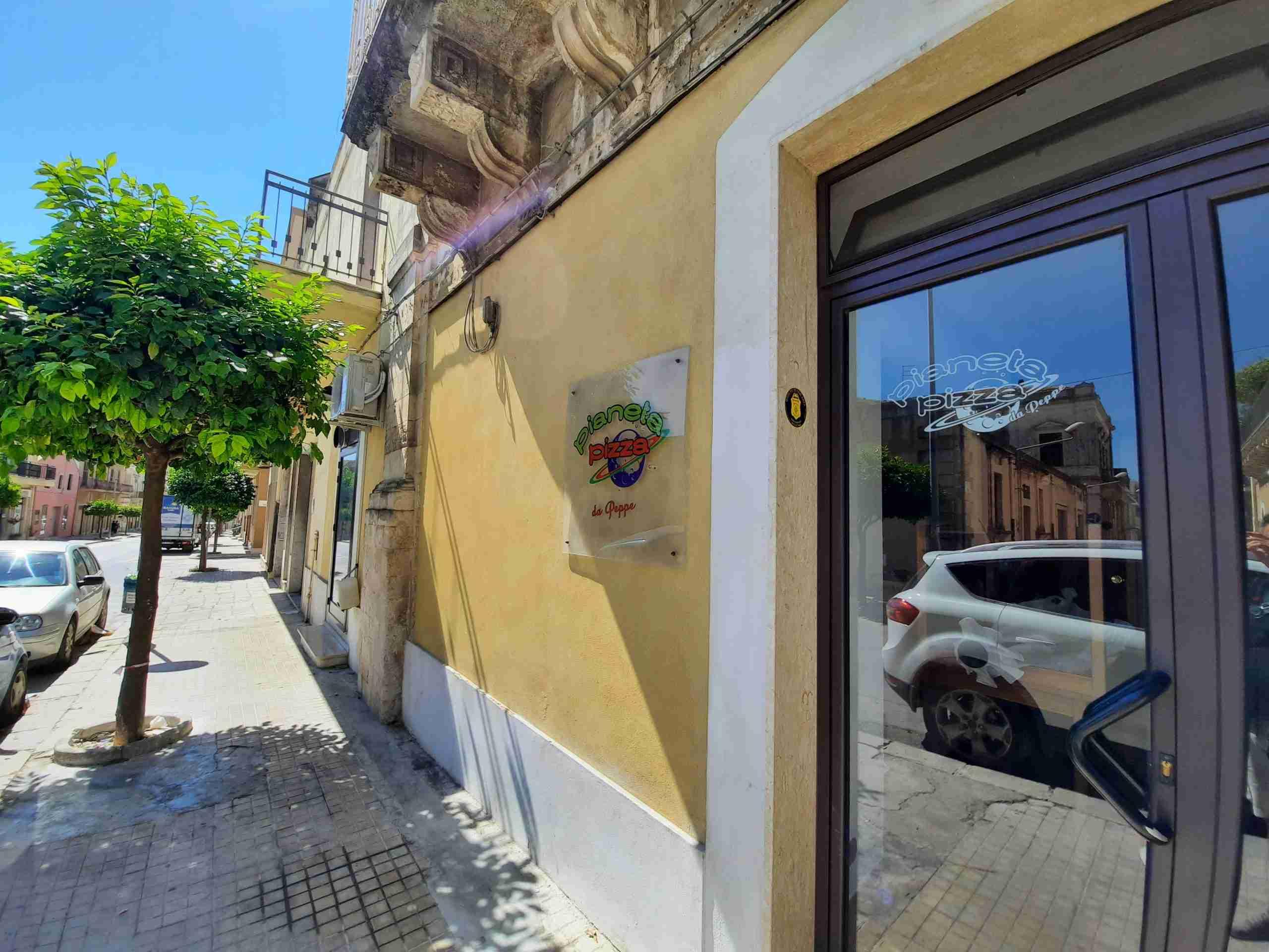 """Pizzeria di via Sipione """"svaligiata"""" due volte in 48 ore, il proprietario: """"Siamo presi di mira"""""""