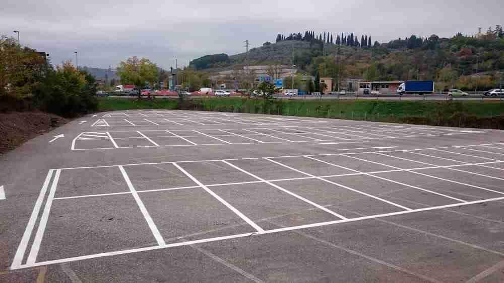 Lotto privato destinato a parcheggio ma scadono i vincoli del Prg, approvata la variante