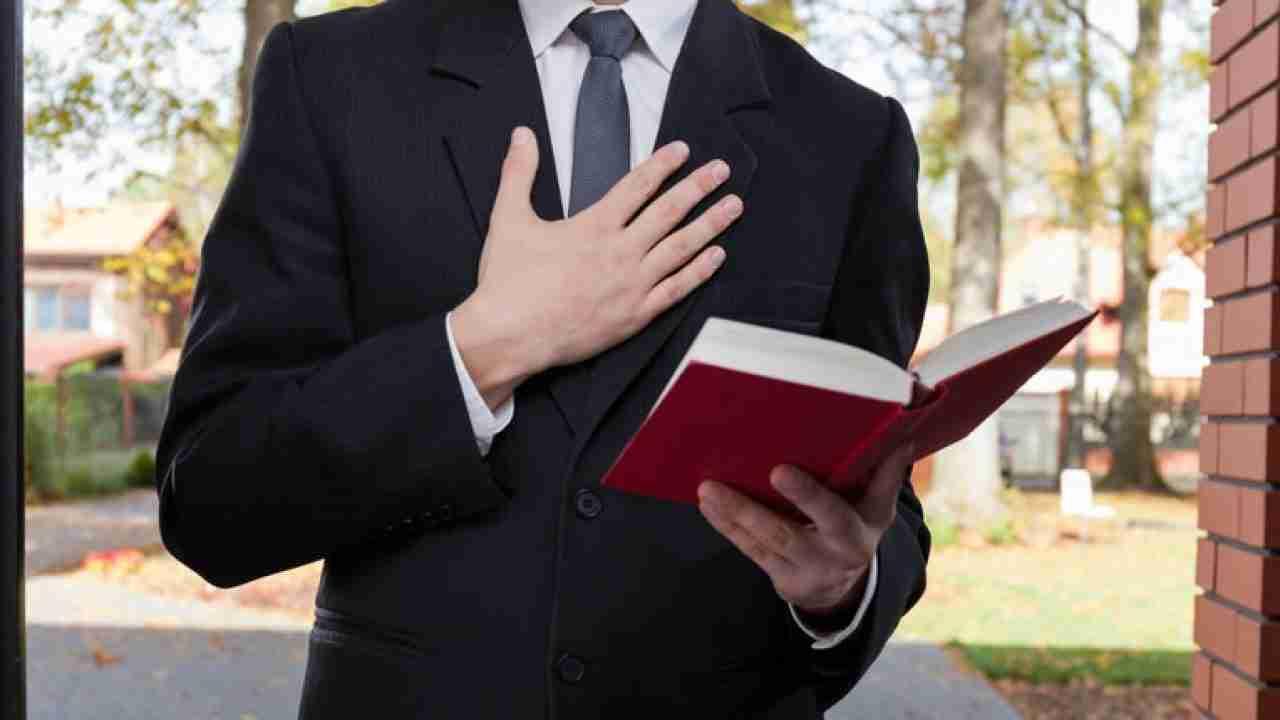 Covid – Testimone di Geova chiede di aiutare i bisognosi, la Congregazione lo scomunica