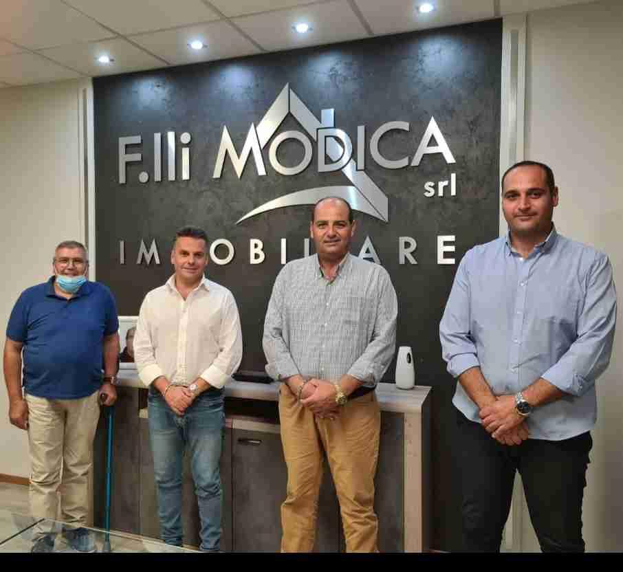 """Ufficializzata l'adesione a """"Forza Italia"""" del consigliere Rosario Modica"""