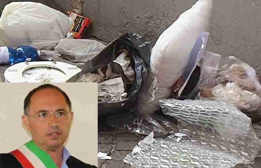 """Abbandono rifiuti, il Sindaco: """"Aree ripulite, sanzioni agli incivili e potenziamento della videosorveglianza"""""""