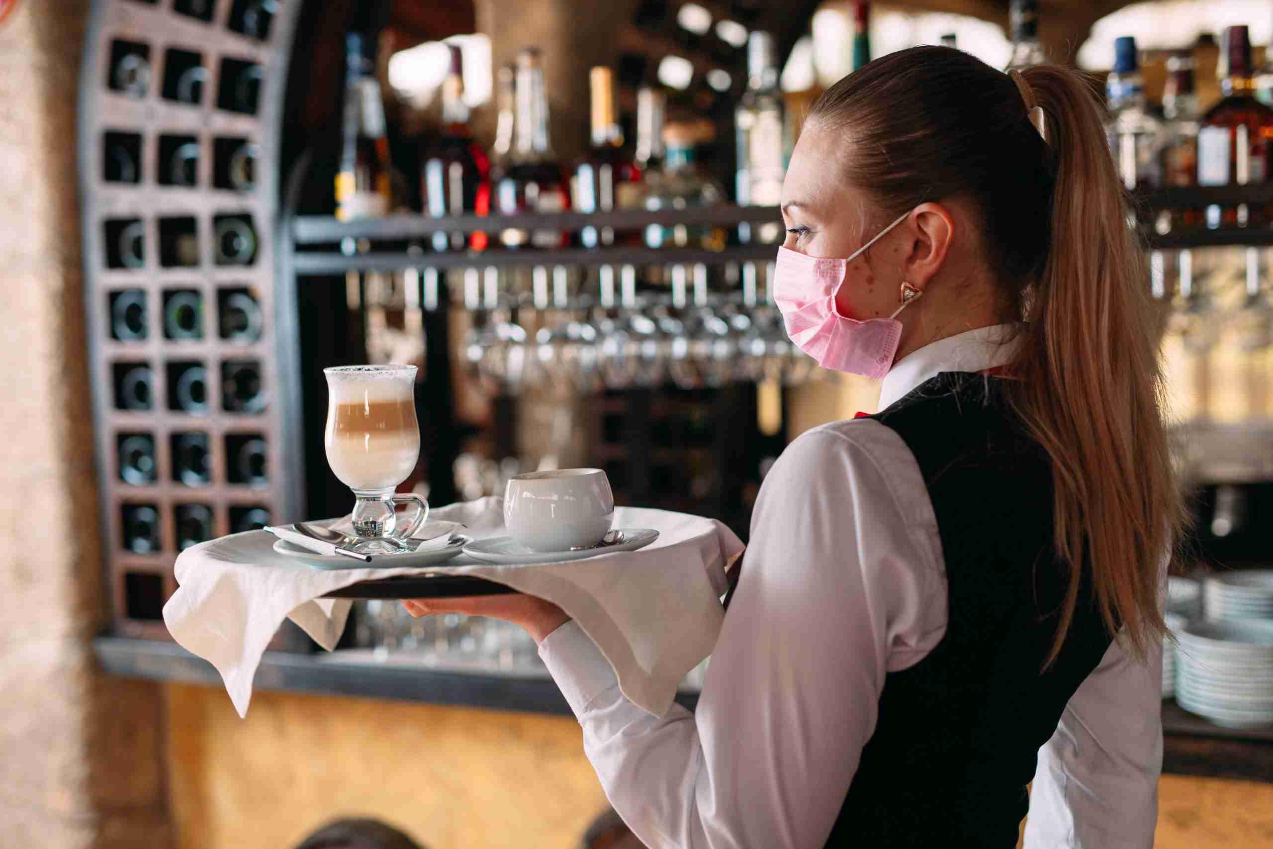 Sicilia zona gialla, via libera a bar e ristoranti: la nuova ordinanza di Musumeci