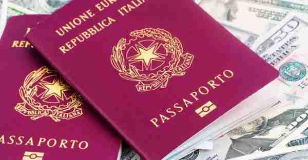 Sbarco illegale e passaporti falsi: arrestati 12 cittadini stranieri, denunciato un minore