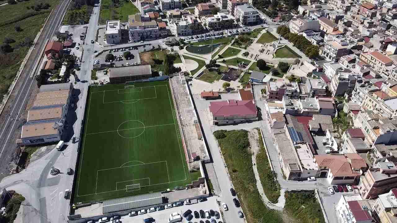 """Resta vuoto lo stadio comunale Salvatore Consales, la società """"La Pinetina"""" rifiuta la gestione"""